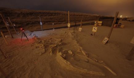 Site d'excavation avec des équipements archéologiques