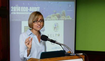 Scientist presents findings of progress in evaluation of Belize reef