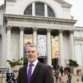 Mike Lawrence in front of the National Museum of Natural History. Photo credit: Maria Sanchez.
