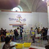 Atelier SparkLab avec des outils et des structures en Ukraine