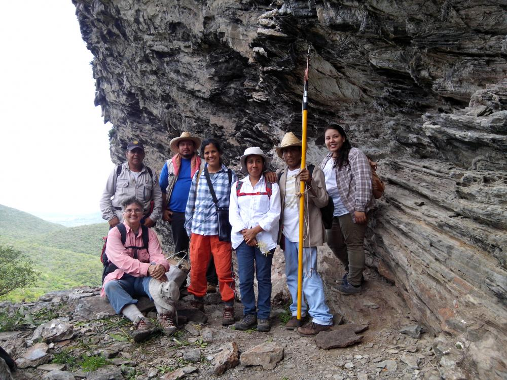 Gabriela (with Vicki Funk, Fernando Sánchez López, Pedro Trujillo Vera, Kenia Velasco Gutierrez, Alberto Reyes García and Brenda García Curiel) in Oaxaca on an ethnobotanical survey trip in April 2015. Photo Credit: Gibran Morales Carranza.