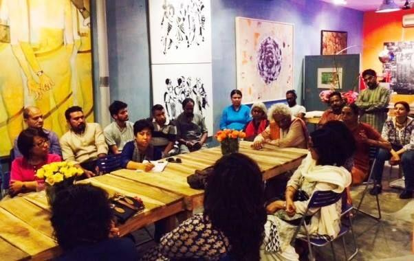 Artists gather at Engendered Gallery in New Delhi, India for a talk by Smithsonian Asian Pacific American Center Curator Masum Momaya, October 2014. Courtesy: U.S. Embassy, New Delhi