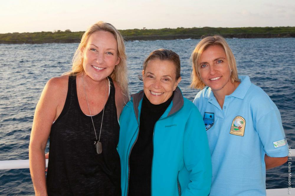 Melanie brainstorms marine conservation ideas with Sylvia Earle (center) and Shari Sant Plummer (left) during an expedition to the Swan Islands, Honduras. Credit: Kip Evans / Sylvia Earle Alliance.
