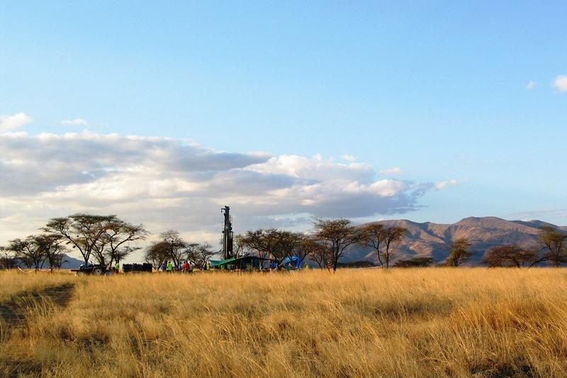 The Olorgesailie Drilling Project, with Mt. Olorgesailie in the distance. Photo credit: Smithsonian Institution.