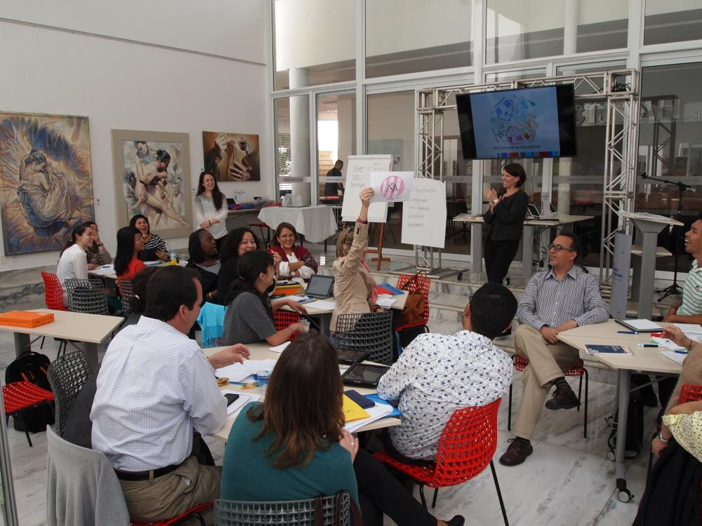 Smithsonian content and programming session at an American Spaces training session in Brasilia, Brazil led by Aviva Rosenthal and Lauren Appelbaum (2015). Photo credit: United States Government.