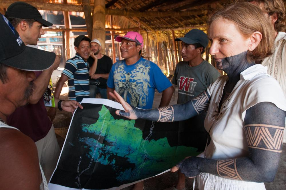 Catherine Potvin, right, shows a carbon map to community members of the Kuna Comarca